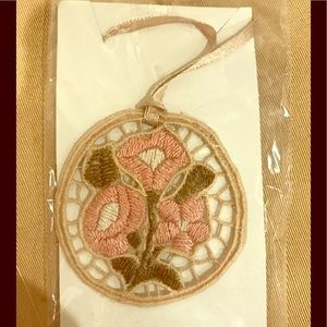 Jewelry - Crochet pendant necklace with a floral motif.